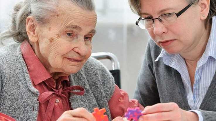 Основы общения с пожилыми людьми: что указывает на начало деменции?