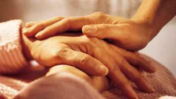 Помощь и поддержка заболевшему человеку: утешения-табу